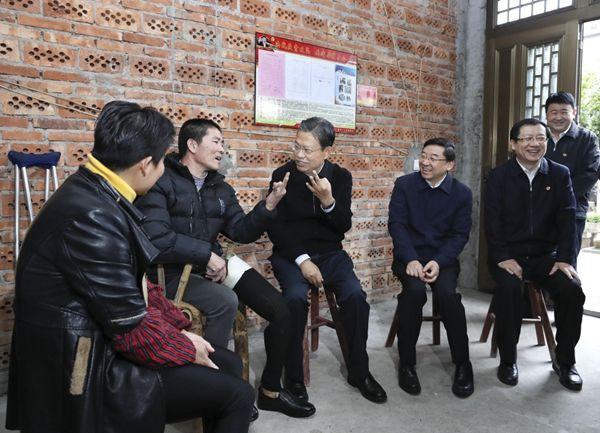 赵乐际:下大力气解决群众身边腐败和作风问题
