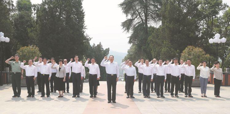 李锦斌带领省委常委集体到金寨县开展革命传统教育