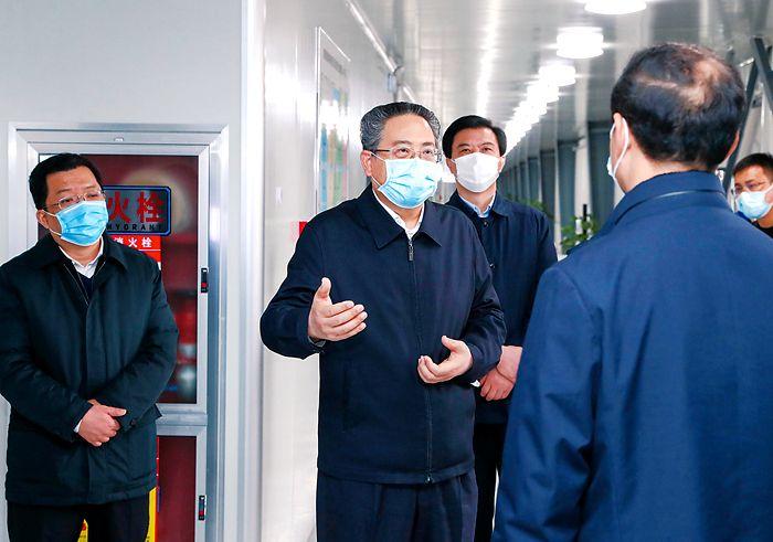 李锦斌在铜陵市调研督导疫情防控和复工复产工作