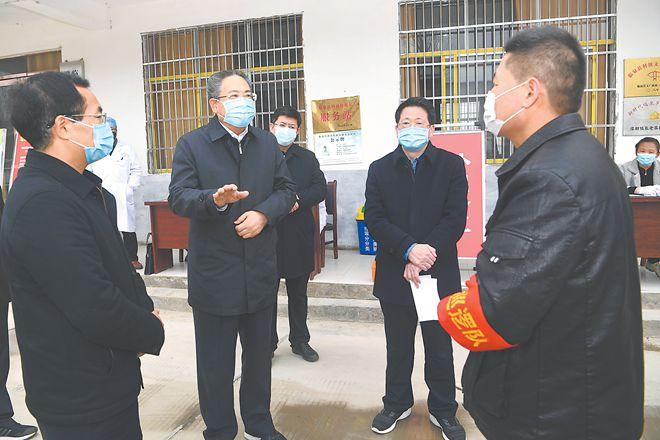李锦斌深入临泉界首太和调研督导脱贫攻坚、疫情防控和复工复产工作