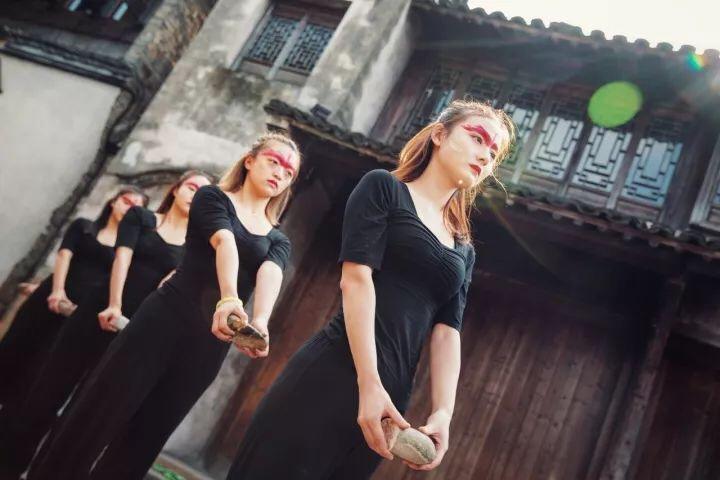安徽大学戏剧系2015级表演班在乌镇演绎《春夏秋冬》