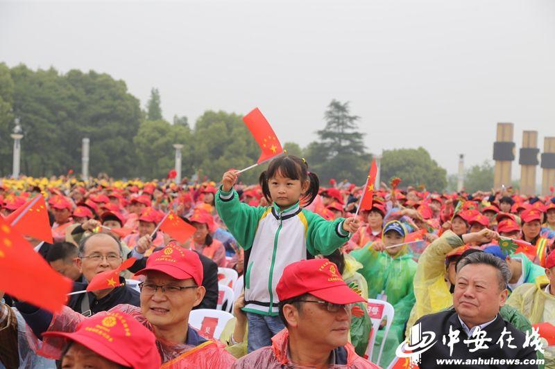 """中国文联文艺志愿办事团""""送欢乐下基层""""走进铜陵"""