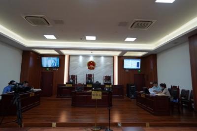黄山屯溪区应急管理局原四级主任科员曾鹤鹏受审