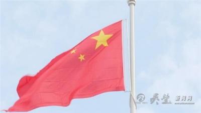 灵城镇:升国旗 唱国歌 庆国庆