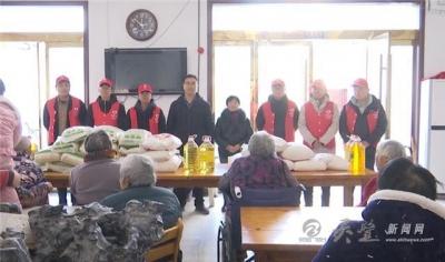 国际志愿者日:中建二局灵璧项目部寒冬送温暖、情暖老人心