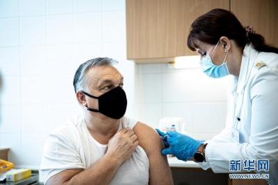 匈牙利总理欧尔班接种中国新冠疫苗