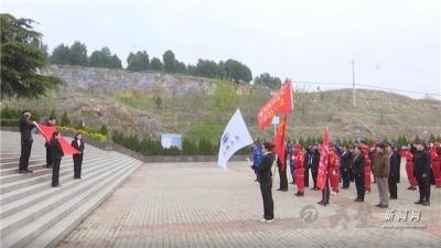 灵城镇太平社区大党委开展祭扫活动