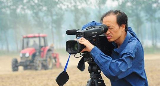【勤廉榜样】裤脚沾满泥土的新闻人  ——记安徽阜阳广播电视台记者高思杰