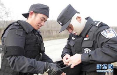 """【勤廉榜样】""""警界战狼""""的成长之路 —记蚌埠公安局特警支队一大队教导员张劼(下)"""