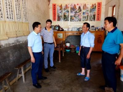 省纪委监委青年党团员调研实践组赴明光市开展扶贫帮困工作
