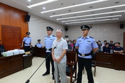 被控受贿500万余元 挪用公款8150万元 安徽出版集团原董事长王亚非出庭受审