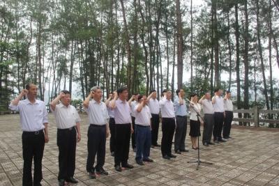 省纪委监委领导班子赴大别山开展革命传统教育