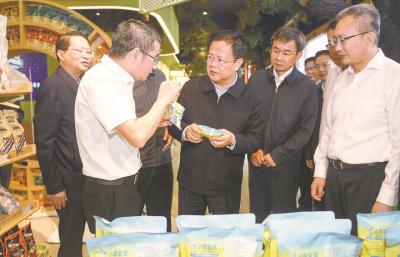 郑栅洁在芜湖市调研时强调  发挥优势抢抓机遇拉高标杆 在服务和融入国家战略上展现更大作为