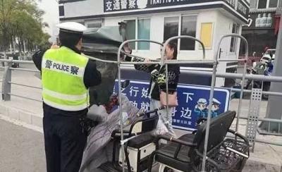 10月份,宿城交警查处电动三(四)轮车交通违法行为450余起
