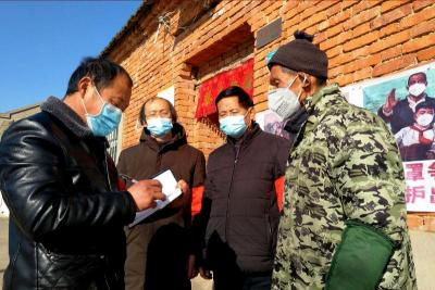 """乌江镇:党员干部当起""""红色跑腿员"""",确保群众生活无忧"""