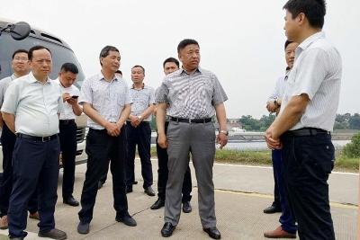 陈永红开展河长制巡河工作并督查防汛准备工作