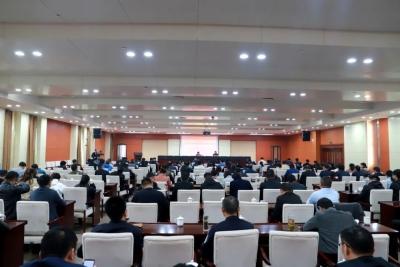 县委理论学习中心组召开学习扩大会议